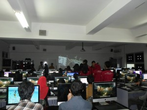 Suasana saat mengunjungi laboratorium
